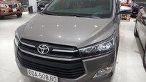 Cần bán Toyota Innova E 2.0MT sx 2018, màu ghi, giá 715tr