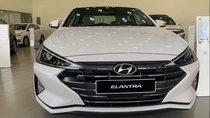 Bán xe Hyundai Elantra năm sản xuất 2019, màu trắng
