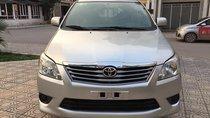 Cần bán xe Toyota Innova E năm sản xuất 2013, màu bạc