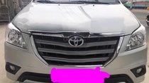 Xe Toyota Innova năm 2016, màu kem (be)