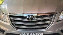Bán ô tô Toyota Innova đời 2014, màu bạc, Đk 2015