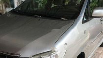 Cần bán Toyota Innova MT đời 2014, màu bạc, xe gia đình chạy kỹ