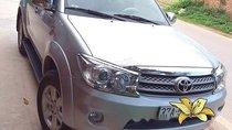 Bán Toyota Fortuner MT 2011, màu bạc, giá tốt