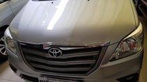 Bán ô tô Toyota Innova 2.0E đời 2015, màu bạc, giá 560tr