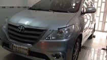 Cần bán lại xe Toyota Innova E đời 2015, màu bạc, nhập khẩu chính chủ