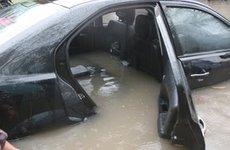 """Hướng dẫn các bước """"cứu"""" ô tô bị ngập nước"""