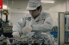 """Cả nghìn phút tỉ mỉ để tạo ra """"trái tim"""" Nissan GT-R"""