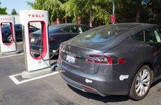 Mức phí sạc đối với một chiếc Tesla là bao nhiêu?
