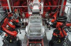 Tesla cải tiến robot lắp ráp, dồn lực sản xuất Model 3