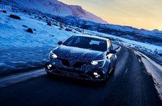 Hot hatch Renault Megane RS tiếp tục nhá hàng dưới lớp ngụy trang kín mít