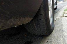 Tài xế đang phá hoại lốp nếu không biết đỗ ô tô