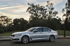 BMW nhá hàng tính năng sạc không dây cho mẫu xe 530e iPerformance