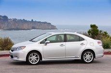 Lexus HS250h triệu hồi hơn 18.000 xe vì lỗi điện