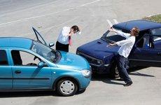 Cần làm gì khi xảy ra tai nạn ô tô?
