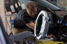 Toyota chế tạo robot lái thử nghiệm xe