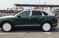 Thêm Bentley Bentayga màu độc vừa cập bến Việt Nam