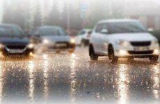 Thành phố mùa mưa bão, lái xe ô tô như thế nào khi đường ngập nước?
