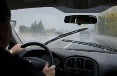 Sau khi dầm mưa, bảo dưỡng ô tô như thế nào cho đúng cách?