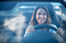 Phụ nữ lái xe ô tô cần ''bỏ túi'' 6 bí kíp an toàn sau đây