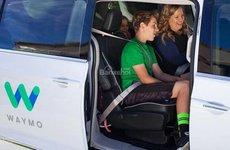 Xe tự lái và quảng cáo: tiềm năng kinh doanh béo bở
