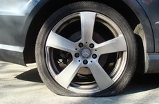 Trời nắng nóng, ''tóm gọn'' các bí kíp đề phòng nổ lốp xe ô tô