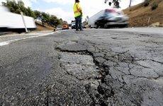 5 điều cần lưu ý khi lái xe trên đường xấu