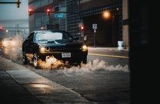 Tại sao đèn xe ô tô thường dùng màu vàng?