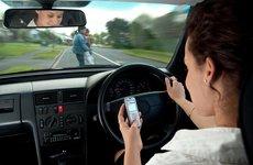 7 thói quen gây xao nhãng khi lái xe ô tô