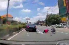 Hai người thoát chết với tia chớp vàng Mercedes S400