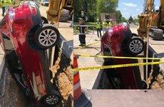 Ford Escape rơi xuống hố dở khóc dở cười