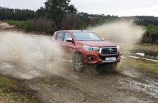 Giá lăn bánh Toyota Hilux 2018 mới nhất sau tăng giá tại Việt Nam