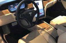 Tesla lỗi hệ thống, vô tình bán cho khách Model S cực lạ
