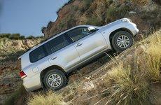 Kinh nghiệm đỗ xe ô tô trên đường dốc chuẩn xác và an toàn