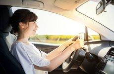 3 mẹo hay giúp người thấp bé lái xe ô tô thoải mái và an toàn