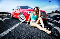 Hotgirl khoe 3 vòng quyến rũ bên xe Audi A5