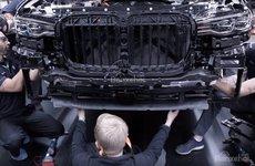 Video: SUV đầu bảng BMW X7 lần đầu lộ diện trên dây chuyền sản xuất