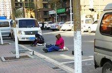 Những cách chiếm chỗ đậu xe trên phố thật 'khó đỡ'