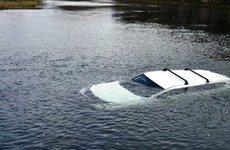 Các kỹ năng để thoát hiểm khi ô tô rơi chìm xuống nước