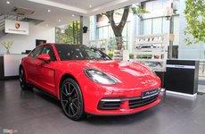 Cận cảnh chiếc Porsche Panamera đỏ rực giá 6,3 tỷ đồng tại Việt Nam
