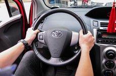 Những tư thế cầm vô lăng lái xe an toàn