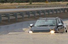 Vì sao một số mẫu xe ô tô lại có khả năng lội nước sâu?