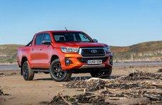 Bản đặc biệt Toyota Hilux Invincible X chốt giá 944 triệu đồng tại Anh