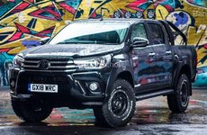 Toyota Hilux Invincible 50 - Bản kỷ niệm đen bóng chỉ có 50 chiếc