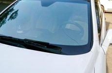 Làm gì khi kính chắn gió ô tô bị rạn nứt?