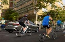 Ford ra mắt công nghệ thực tế ảo kết nối tài xế và người đi xe đạp