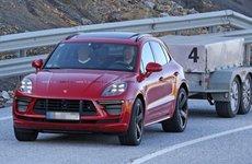 Bắt gặp Porsche Macan Turbo 2019 thử nghiệm sức kéo dù đã lên dây chuyền sản xuất