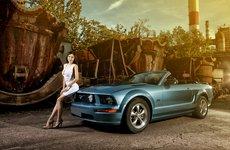 Hot girl khoe vẻ sexy bên cạnh ''ngựa hoang'' Ford Mustang