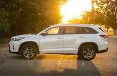10 mẫu SUV và CUV cỡ trung tiết kiệm nhiên liệu nhất: Toyota Highlander số 1