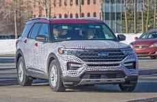 Ford Explorer 2020 khoe mặt tiền mượn từ Toyota Highlander?