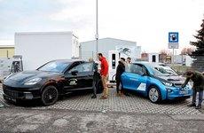 Porsche - BMW lần đầu thử nghiệm sạc xe điện siêu nhanh chưa tới 3 phút